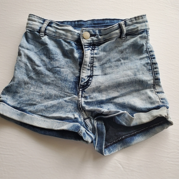 DIVIDED by H&M | Cuffed Jeans Shorts w/ zip fly